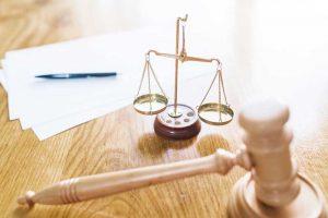 """החלטת להתגרש. האם לפנות לביהמ""""ש או לבית הדין הרבני?"""